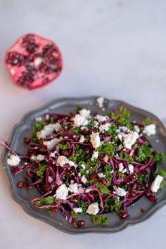 Kale, red cabbage and pomegranate salad Kahden kaalin salaatti granaattiomenalla Pomegranate Salad, Red Cabbage, Kale, Salads, Food And Drink, Vegetables, Purple Cabbage, Collard Greens, Vegetable Recipes