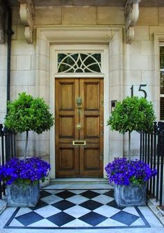 One way to beautify the entrance of your home is to place some flower pots close to the door. Here are several front door flower pots to inspire . Best Front Doors, Beautiful Front Doors, The Doors, Entry Doors, Front Door Plants, Front Door Decor, Pergola, Front Entrances, House Front