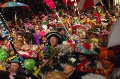 An article in French about the Carnival of #Dunkirk. // Un article en français sur le #carnaval traditionnel de #Dunkerque. http://www.frenchmomentsblog.com/florilege-de-bruits-et-de-couleurs-au-carnaval-de-dunkerque/