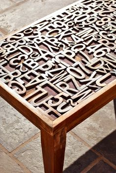 Letterpress letters in a coffee table.I think I could add edging to our lack table and insert wooden letters on top - probably a two tone paint job. Home Furniture, Furniture Design, Home And Deco, Decoration Table, Letterpress, Repurposed, Sweet Home, Diy Projects, House Design