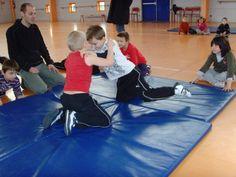 jeux d'opposition - suite - Le blog de delphine Delphine, Judo, Basketball Court, Yoga, Physical Education Activities, Gym