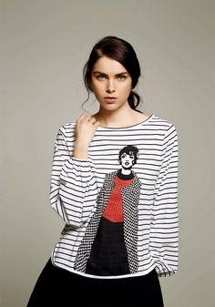 Camiseta rayas navy con diseño de dolores abrigo de cuadros de Dolores Promesas…