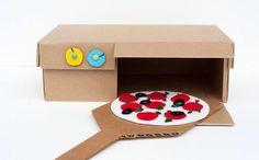 Role play pizza Fun Crafts For Kids, Diy For Kids, Play Food, Dramatic Play, Kids Playing, Diy Toys, Cardboard Crafts, Cardboard Paper, Shoebox Crafts
