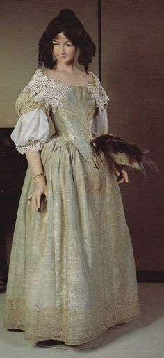 Two piece gown.  Cloth of gold. Circa 1665 Collection of Museum of Costume, Bath