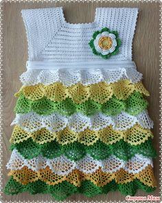 Gancho vestido de primavera sobre la base de Marina Stoyakin