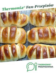 Szybkie bułki drożdżowe z budyniem jest to przepis stworzony przez użytkownika Kachna70. Ten przepis na Thermomix<sup>®</sup> znajdziesz w kategorii Słodkie wypieki na www.przepisownia.pl, społeczności Thermomix<sup>®</sup>. Hot Dog Buns, Hot Dogs, Calzone, Sweet Tooth, Sweets, Bread, Dinner, Recipes, Meal