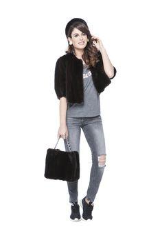 Bolero, Tocado y Bolso de Lomos de Visón Negro. Black Mink Shrug, Bag and Headdress. #fur #peleteria #mink #vison #bag #shrug #bolero #bolso #complementos #boutique #moda #fashion