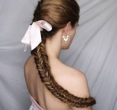 23 Cute Prom Hairstyles for 2019 - Updos, Braids, Half Ups & Down Dos - Style My. Cute Prom Hairstyles, Box Braids Hairstyles, Down Hairstyles, Prom Hair Down, Prom Hair Updo, Prom Braid, Fishtail Braids, Hair To One Side, Braided Half Up