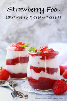 This Strawberry Blueberry Mini Cheesecake Trifle recipe is easy and delicious! Creamy, no-bake cheesecake is layered with berries and a simple crumble. Raspberry Trifle, Raspberry No Bake Cheesecake, Strawberry Shortcake Trifle, Cheesecake Trifle, Baked Cheesecake Recipe, Amaretto Cheesecake, Raspberry Fool, Cheesecake Cookies, Mini Trifle