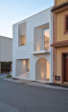 Minimal Architecture, Facade Architecture, Residential Architecture, Contemporary Architecture, Architectural Lighting Design, Small House Design, Facade Design, Facade House, Windows