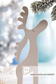 Weiße Holzfigur Elch, weihnachtlich