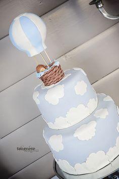 søt marsipankake til barnedåp! Lyseblå luftballong skyer