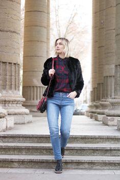Look veste en fourrure noire, chemise bucheron, jean et chaussures lacets - Blog Mode Artlex // Outfit black fur jacket, shirt plaid and denim Diy Mode, Shelters, My Outfit, Jeans, Plaid, Chic, Blog, Outfits, Style