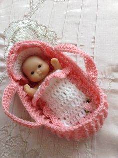 """Crochet Moses basket/carry cot/crib for 5"""" doll Berenguer Itty Bitty baby doll…"""