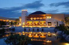 El Fairmont Mayakoba está situado en la Riviera Maya y ocupa varios edificios de baja altura conectados por canales. Situado junto al campo de golf... #Cancun #Hoteles #Mexico