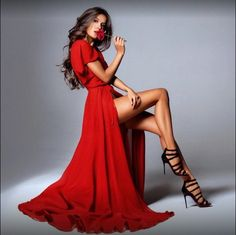Fashion model sitting pose for red dress fashion photography – Fashion Models Red Fashion, Party Fashion, Fashion Dresses, Fetish Fashion, Model Poses Photography, Photography Ideas, Fashion Photography Inspiration, Photoshoot Inspiration, Photo Glamour