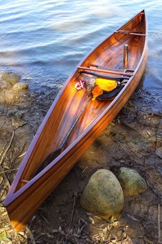 The Solo Day is a very personal canoe designed to fit the paddler like a glove, locking them in much like a kayak, and able to maneuver through and above deadfall, and handle windy stretches stretches with impunity. Wooden Boats For Sale, Wooden Boat Kits, Wooden Boat Building, Wooden Boat Plans, Boat Building Plans, Wood Boats, Wooden Canoe, Old Town Canoe, Canoe Trip