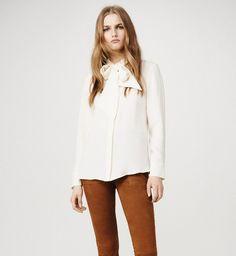 Блузка с бантом: как и с чем носить модную вещь сезона и лучшие модели | Vogue | Мода | Тенденции | VOGUE