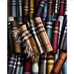 The @burberry #Scarf Bar 30 different colour choices and two #cashmere #blends #men #fashion #woman #style #streetstyle #bloggerstyle #bloggerlife #burberry #moda #england #london #tomasburberry #fashiongram #instafashion #follow #photographer #photo