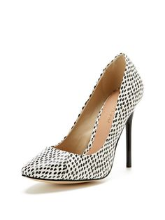 Alexis Basic Pump by Maiden Lane at Gilt