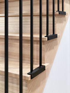 Modern Stair Railing, Staircase Handrail, Stair Railing Design, Home Stairs Design, Modern Stairs, Interior Stairs, House Design, Staircase Ideas, Stair Well