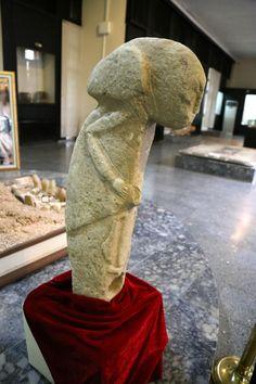 Göbekli Tepe Figürlerine Benzerliğiyle Dikkat Çeken Heykel Adıyaman'da Sergileniyor   Arkeoloji Haberleri - arkeolojihaber.net
