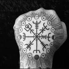 70 Viking Compass Tattoo Designs For Men - Vegvísir Ink Ideas Hand Tattoos, Arm Tattoo, Body Art Tattoos, New Tattoos, Small Tattoos, Tattoos For Guys, Sleeve Tattoos, Tatoos, Viking Compass Tattoo