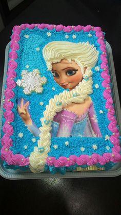 Bolo de leite ninho, decorado com a Elsa do filme Frozen.