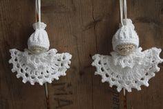 What a beautiful Christmas wreath - Salvabrani - Crochet Brazil Crochet Christmas Ornaments, Christmas Crochet Patterns, Crochet Snowflakes, Christmas Angels, Christmas Wreaths, Christmas Crafts, Doll Crafts, Sewing Crafts, Crochet Chicken