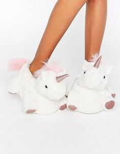 Buy New Look Glitter Contrast Unicorn Slipper at ASOS. With free delivery and return options (Ts&Cs apply), online shopping has never been so easy. Get the latest trends with ASOS now. Unicorn Gifts, Cute Unicorn, Unicorn Party, Unicorn Presents, Magical Unicorn, Look Fashion, Teen Fashion, Fashion Beauty, Fashion Trends