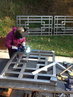 Inventive halved awesome metal welding projects Visit our Door Gate Design, Railing Design, Fence Design, Metal Projects, Welding Projects, Metal Crafts, Welding Ideas, Art Projects, Metal Welding