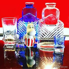 Scandinavian Art, Colored Glass, Glass Bottles, Glass Art, Retro, Vintage, Instagram, Coloured Glass, Vintage Comics