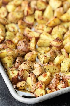 Our Garlic Roasted Potatoes are an easy recipe to throw together and make the perfect side dish to any meal. Garlic Roasted Potatoes, Roasted Potato Recipes, Easy Potato Recipes, Side Dishes Easy, Vegetable Side Dishes, Vegetarian Italian, Good Food, Yummy Food, Easy Meals
