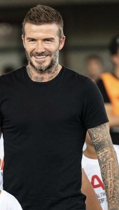 Ideas for tattoo hombre gay hot men tattoo is part of Beckham haircut - Cabelo David Beckham, Estilo David Beckham, David Beckham Haircut, David Beckham Style, David Beckham Beard, Hot Men, Hot Guys, Best Short Haircuts, Haircuts For Men