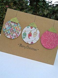 Julekort med julekugler af gavepapir