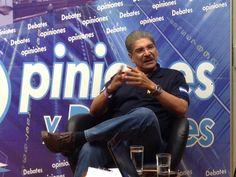 Norman Quijano, futuro presidente de El Salvador discutiendo temas de país en la entrevista de TVO canal 23 de San Miguel.