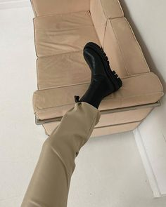 Uten navn - Lilly is Love Fashion Shoes, Fashion Outfits, Womens Fashion, Chelsea, Mode Inspiration, Fashion Inspiration, Pumps, Heels, Shoe Game