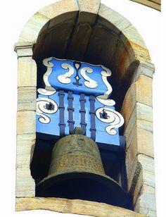 Sino da Igreja do Carmo em Ouro Preto, Minas Gerais.