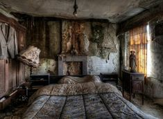 Photos of abandoned farmhouse, bed still made!