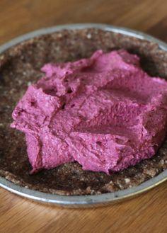 Puolukoista ja pähkinöistä sekoitettu täyte on herkullista ja hurmaavan väristä.