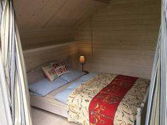Im Gartenhaus Ronja ist sogar genug Platz für ein gemütliches Doppelbett.