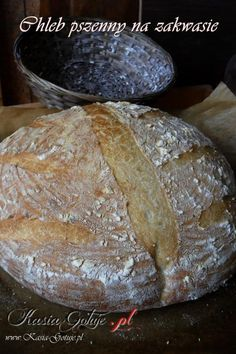Jest to mój ulubiony pszenny chleb na zakwasie, a wyrabianie tego ciasta to czysta przyjemność.   Sam chleb jest puszysty, wilgotny, pięknie pachnie, pasuje do słodkich, słonych dodatków, wła�...