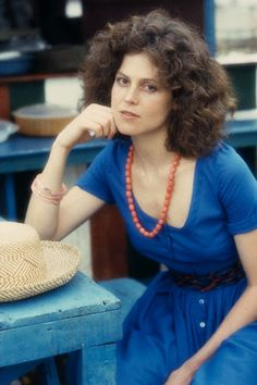 sigourney weaver the year of living dangerously 1981 Conquest Of Paradise, Mel Gibson, Girl Celebrities, Celebs, Science Fiction, Sigourney Weaver, Hollywood, Charlotte, Important People