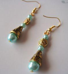 boucles métal doré et perles turquoise : Boucles d'oreille par les-bijoux-de-moe