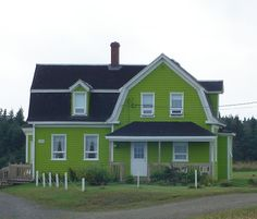Maison colorée aux Iles de la Madeleine, Québec