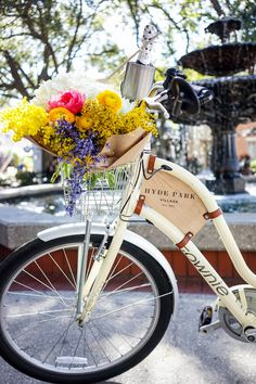 Charming Hyde Park Village, Tampa FL It's where I live! I just need this cool, retro bike. Cycling Holiday, Bicycle Art, Spring Has Sprung, Hyde Park, Colorful Decor, Beautiful World, Decoration, Flower Arrangements, Beautiful Flowers