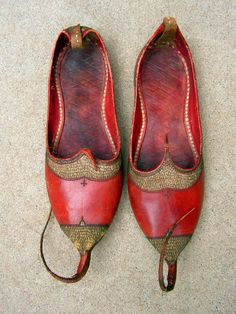 Antique Jutti Shoes Curly Toe Leather Punjab Embroidered Red Middle Eastern Indian Slippers
