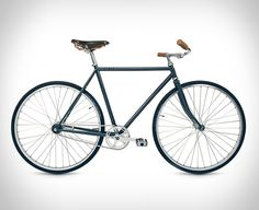 Our good friends over at Taylor Stitch have introduced a handsome vintage-inspired bicycle to accompany their new CIVIC collection designed for urban commuters. The Dash is a gorgeously simple bicycle designed for daily city commute, it features an a