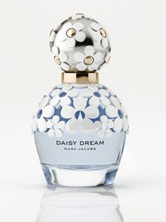 "Daisy Dream -  Daisy Dream is a more sophisticated and ethereal version of the original.The composition tends to create a ""blue effect"", made from unusual floral and fruity aromas. There are accords of blackberries, pear, blue wisteria, jasmine and coconut water. Fruity, Floral, Sweet, Fresh, Coconut, Tropical. TOP NOTES: Blackberry, Grapefruit, Pear. MIDDLE NOTES: Wisteria, Jasmine, Litchi. BASE NOTES: White Wood, Musk, Coconut"