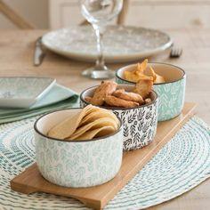 A la hora de servir nuestros aperitivos también podemos ayudarnos de pequeñas bandejas como estas de la firma Maison du Monde. Son bandejas de bambú sobre las que se colocan pequeños cuencos de loza. Son los modelos... (ver más en el blog)